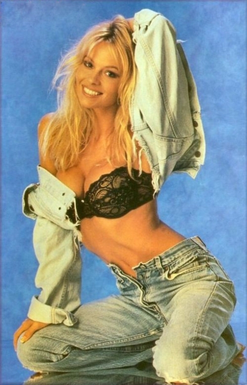 1young pamela anderson 02 1492594058 660x0